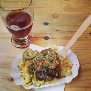 Kiwi+Peach: Berlin Food Guide, Mac and Cheese with Smoked Brisket and Beer Pickles at Street Food Thursday