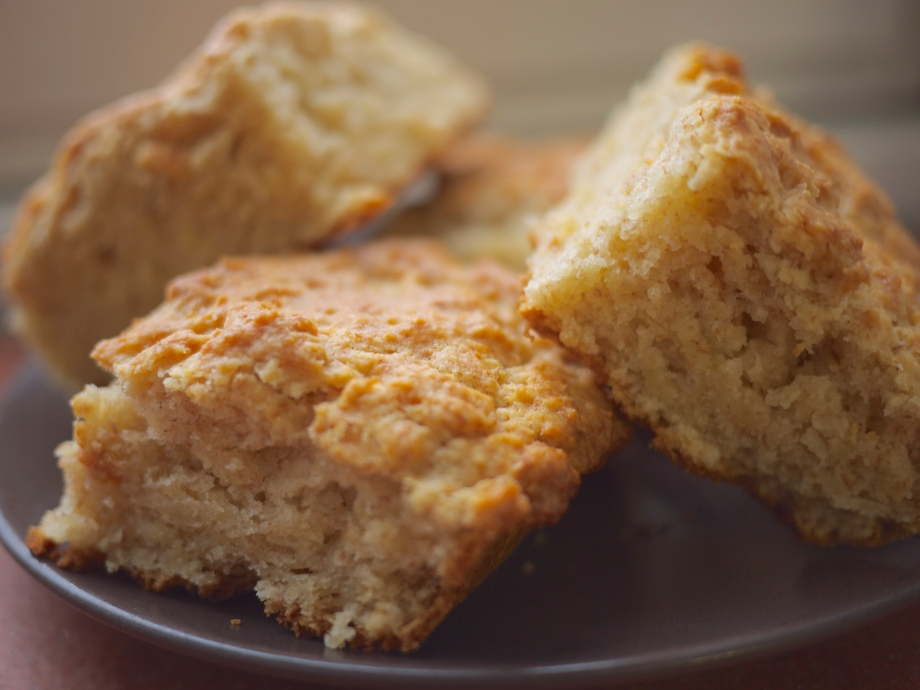 Kiwi+Peach: The Kiwi Guide to Big Fluffy Southern Biscuits