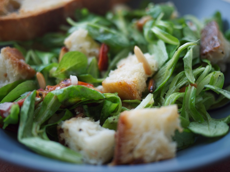 Kiwi+Peach: Tuscan Salad with Homemade Roasted Garlic Croutons