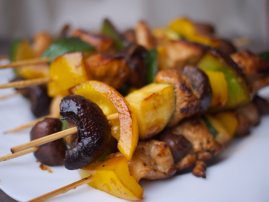 Kiwi+Peach: Chicken and Veggie Kabobs