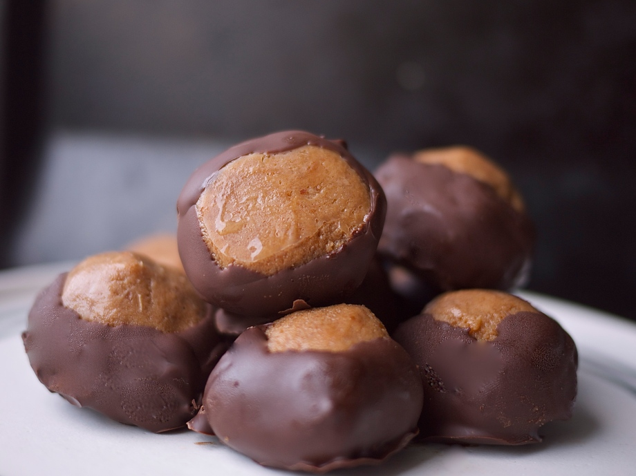 Kiwi+Peach: Bourbon Buckeyes {whole grain, no refined sugar, and so, so delicious}
