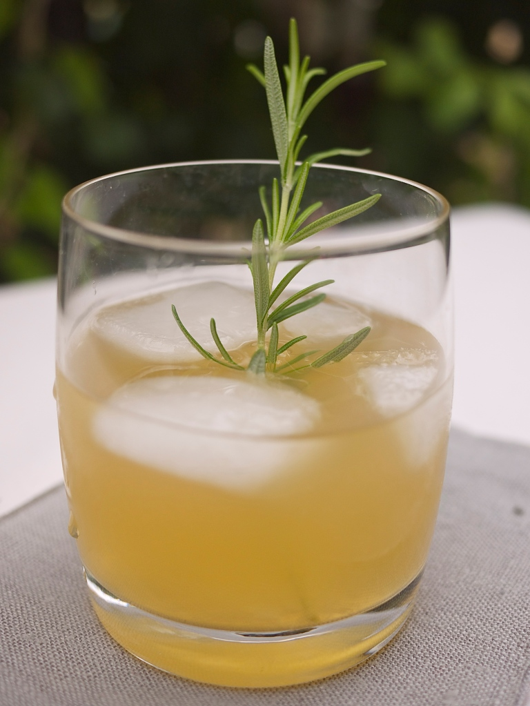 Rosemary and Maple Bourbon Lemonade | kiwi+peach