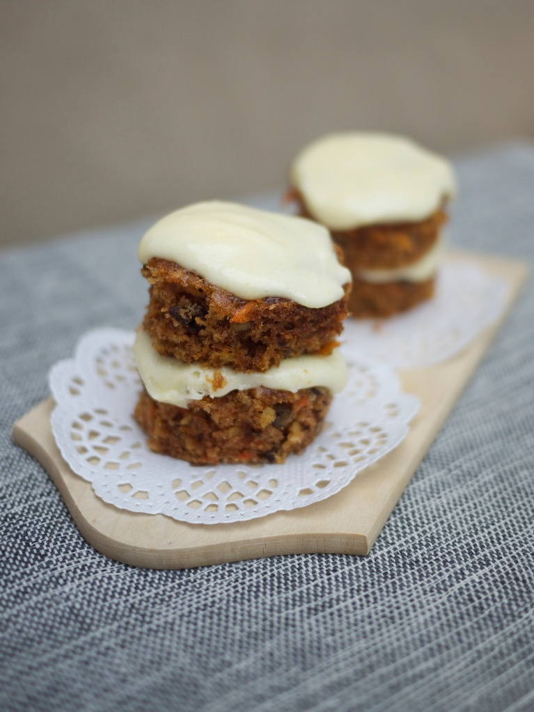 Mini Whiskey Carrot Cakes from Kiwi and Peach