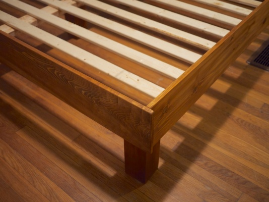 Build Your Own King Slat Bed from Kiwi and Peach