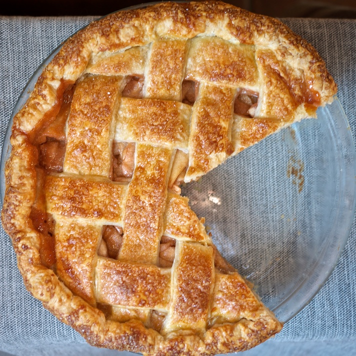 Blushing Apple Pie from Kiwi and Peach