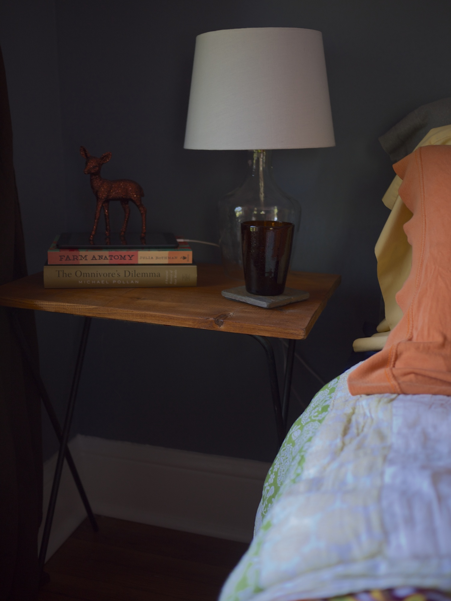 Diy Bedside Table From An Old Tv Tray Stand Kiwi Peach